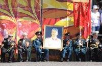 В Харькове День Победы отметили с портретом Сталина и военным парадом