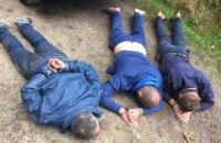 Трое рецидивистов месяц грабили нелегальных копателей янтаря, выдавая себя за полицейских