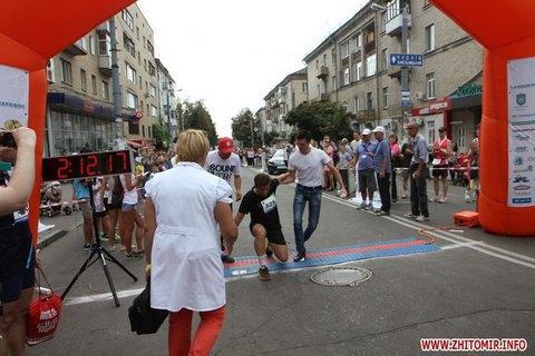 Мэра Житомира забрала скорая на финише марафона