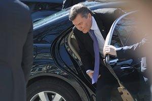 """Януковичу тайно купили 4 бронированных """"Мерседеса"""""""