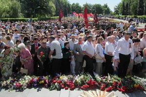 В Полтаве ветеранам разрешили возложить цветы после чиновников и депутатов
