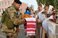 Жители Николаева встретили прибывших на ротацию морпехов, оборонявших Широкино
