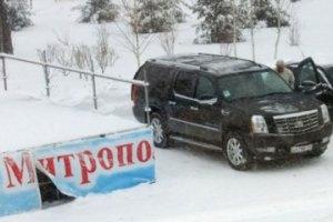 Донецкий митрополит приехал на новогоднюю елку на Cadillac Escalade