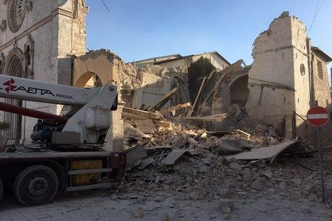 Десятки человек пострадали в итоге землетрясения вИталии