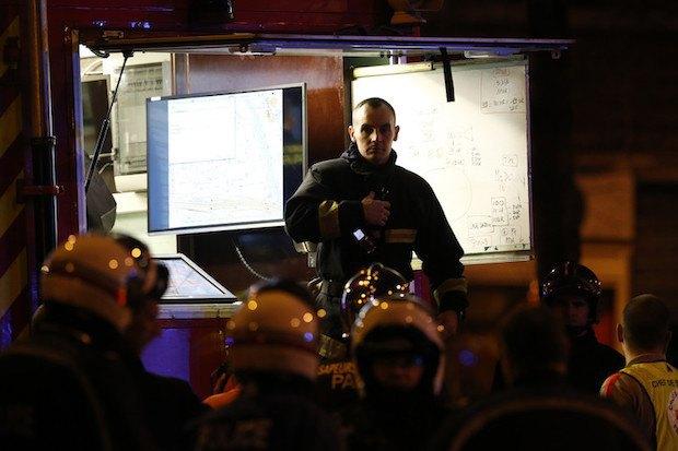 Полиция и скорая помощь возле стадиона Стад де Франс