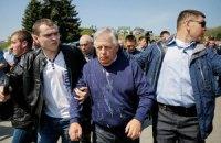 Симоненко на митинге облили кефиром