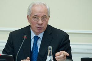 Азаров выгнал министров на уборку областей