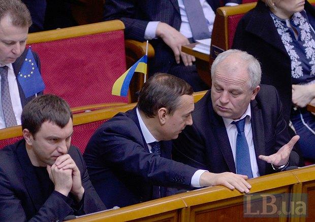 Андрій Іванчук (ліворуч), якому приписують бізнес-зв'язки з Коломойським, та Микола Мартиненко (в центрі)
