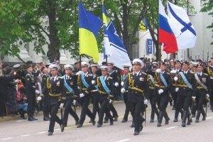 """В """"Свободе"""" просят Азарова проверить законность военного парада в Севастополе"""