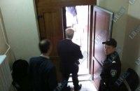 Азаров ушел из суда через черный ход