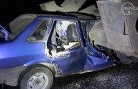 Под Мариуполем ВАЗ врезался в тягач с военной техникой, есть погибшие (обновлено)