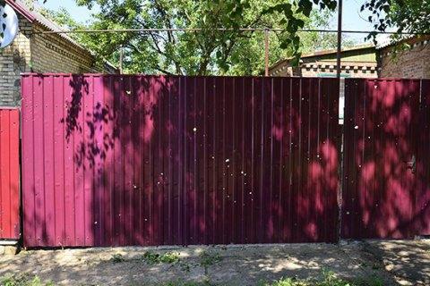 Три жилых дома попали под обстрел боевиков в окрестностях Торецка