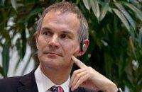 Британський посол дві години не міг вилетіти на матч збірної