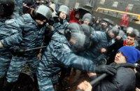 """""""Беркут"""" оттеснил митингующих у здания Кабмина"""
