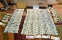 У пойманного на взятке судьи из Днепра дома нашли $54 тыс. и €13 тыс.