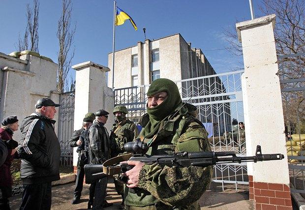 Блокирование российскими военными украинских десантников в Новоозерном, 3.03.2014