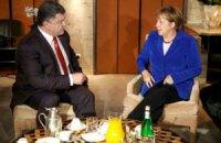 Порошенко и Меркель говорили о полном прекращении огня