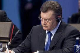 """В МГУ решили: пора Януковичу стать почетным """"проффесором"""""""