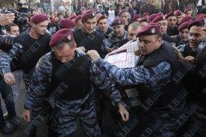 """Милиция оправдалась, что отдала футболки """"Спасибо жителям Донбасса..."""""""