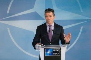 """В НАТО считают визит Путина в Крым """"неуместным"""""""