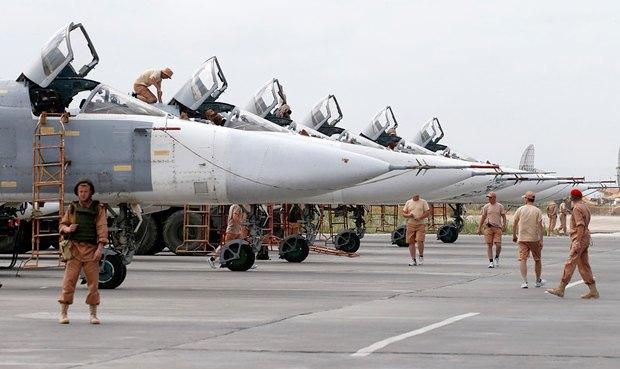 Российские Су-24 на военной авиабазе в провинции Латакия, Сирия, 4 мая 2016 года.