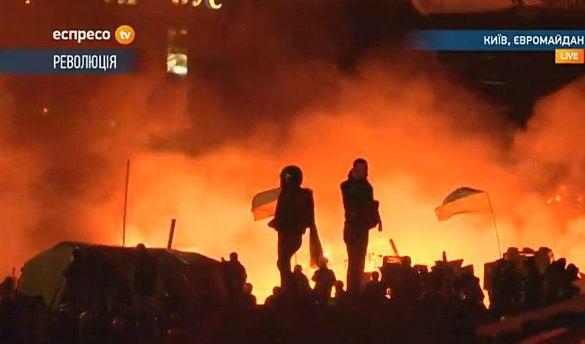 Майдан практически охвачен огнем