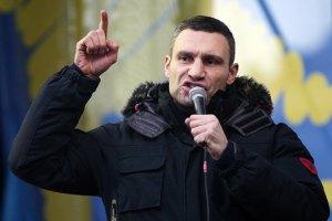 Кличко просит офицеров убедить командиров армии не применять силу
