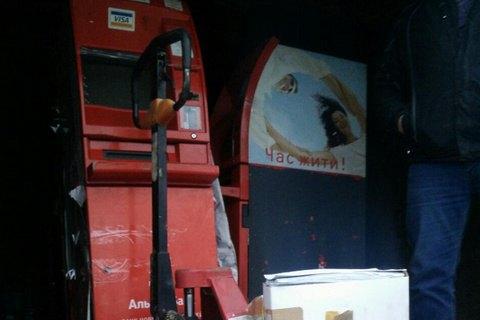 На выезде из Донецка поймали грузовик с 10 банкоматами