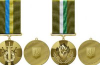 """Порошенко учредил знаки отличия """"За участие в АТО"""" для военных и волонтеров"""