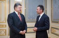 Порошенко назначил бывшего генсека НАТО своим внештатным советником