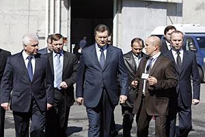 Янукович: собранные средства обеспечат достройку нового укрытия на ЧАЭС до 2015