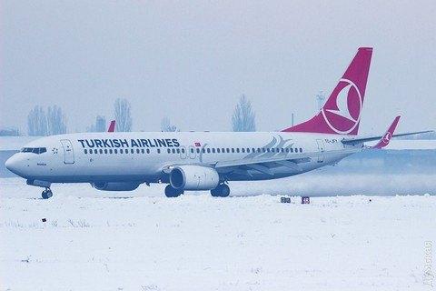 ВОдесі через сильний снігопад закрили аеропорт