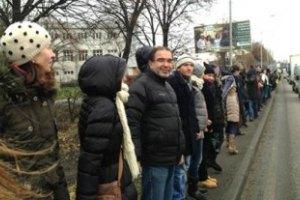 Тысячи украинцев идут живой цепью по трассе Киев-Чоп от Киева до границы ЕС