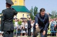 Янукович посадил на Русановке липу
