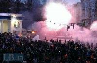 """Автобус силовиков на Грушевского подожгли. """"Беркут"""" готовится к разгону"""