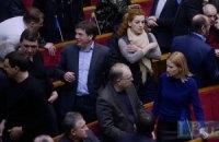 Оппозиция практически восстала против лидеров из-за соглашения с Януковичем