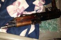 В Закарпатской области пьяный преступник ранил полицейского из автомата при задержании