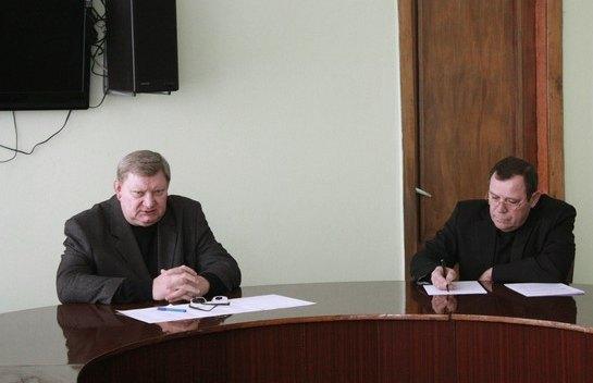 Віктор Ремізов ліворуч