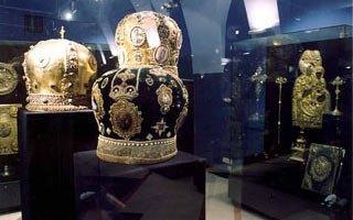 Мінкульт запідозрив зникнення історичних коштовностей з музею