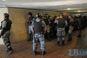 Милиция перекрывает Европейскую площадь металлическими щитами