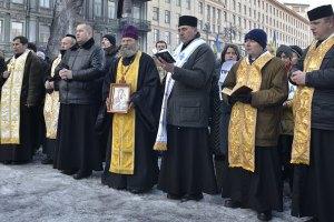 Священники убедили силовиков уйти с улицы Михайловской