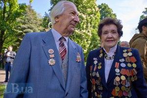 Рада разрешила носить советские награды и боевые знамена