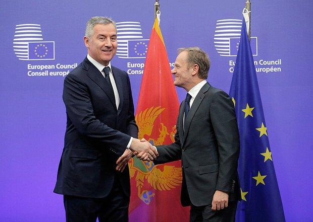 Джуканович (cлева) и президент ЕС Туск во время встречи в Брюсселе, 29 марта 2016