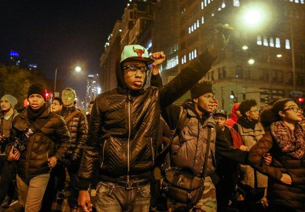 УЧикаго американці вийшли надемонстрацію через вбивство чорношкірого підлітка