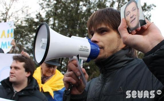 Виктор Неганов на Евромайдане в Севастополе