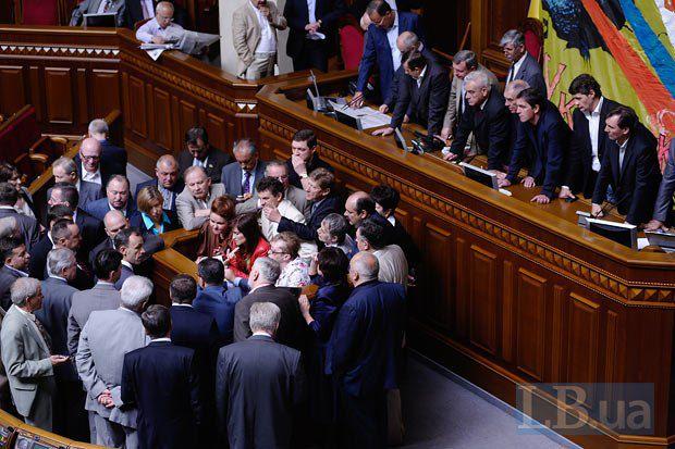 Новый парламент обновится, минимум, на треть