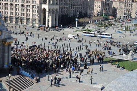 Более тысячи человек пришли на Майдан проститься с погибшим бойцом АТО