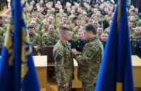 Порошенко присвоил звание Героя Украины четырем командирам