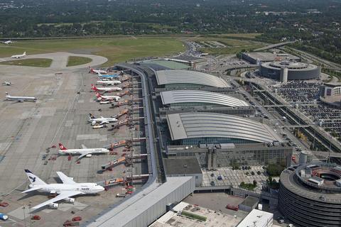 Предпосылкой отравления людей ваэропорту Гамбурга мог стать перцовый газ— пожарные