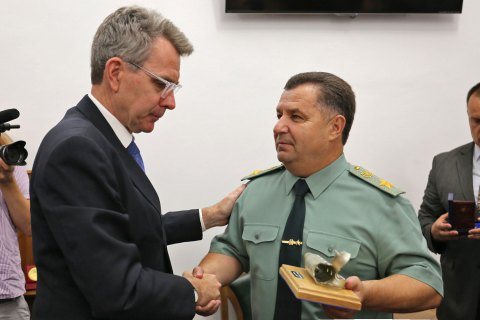 "Полторак наградил посла США Пайетта ""Знаком почета"""